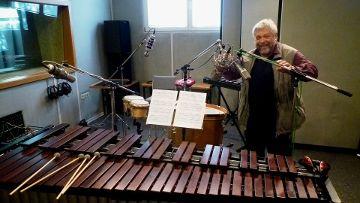 Eine ordentliche Mikrofonierung ist die halbe Miete: Studiendirektor Günter durfte auch mal Hand anlegen.
